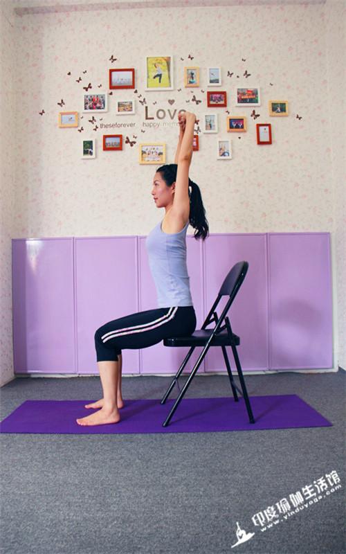 就可以轻松练瑜伽来缓解的好方法——脊柱理疗办公室瑜伽.图片